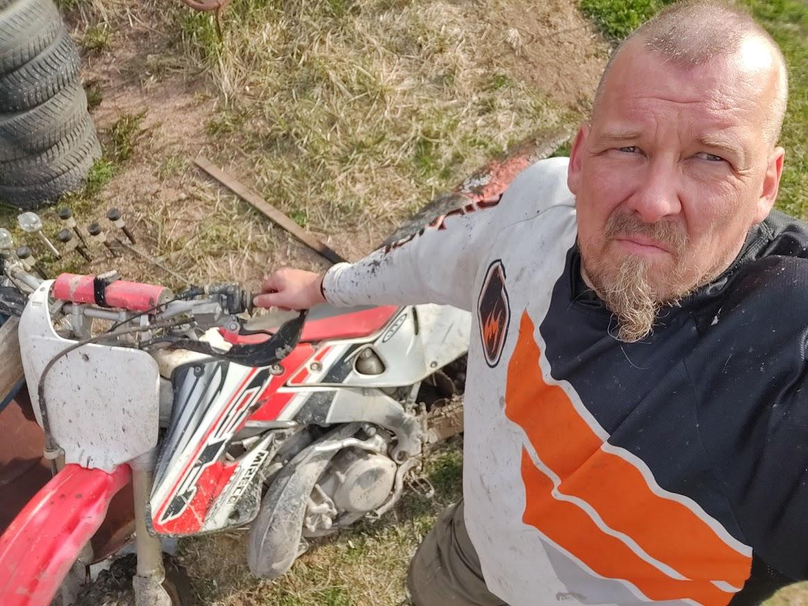 Kari-Pekka Lakela moottoripyöräharrastuksen parissa